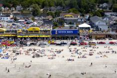 Large group gatherings, custom holiday homes get-away's Wasaga beachvacay Wasaga Beach Hotels & Resorts 2 _small