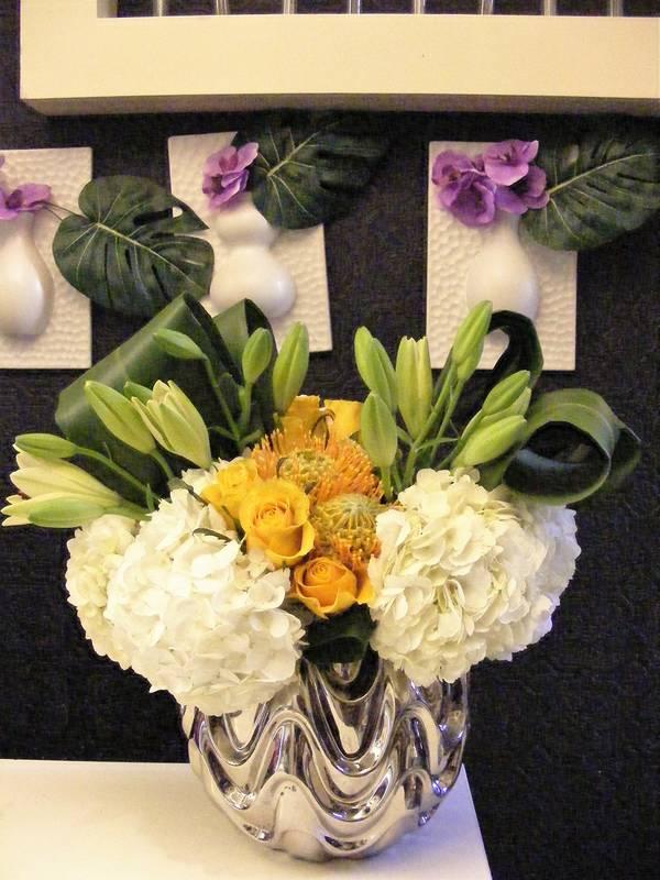 Modern lush party flowers