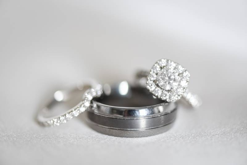 stunning halo engagement ring and wedding band set